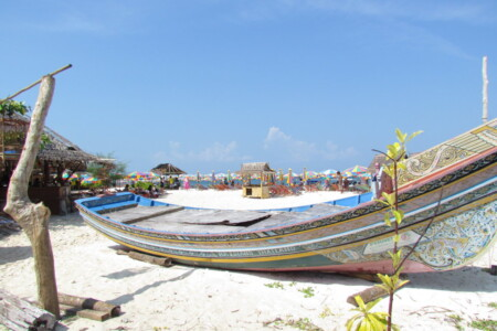 khai islands tours old fhing boat